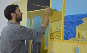 «Με ενδιαφέρει να υπάρχει μέσα στη ζωγραφική μου ένα στοιχείο παγώματος του χρόνου» Ηλίας Παπανικολάου – εικαστικός. Συνέντευξη στη Ζέτα Τζιώτη