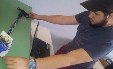 Μαθητής 16 ετών από την Ημαθία κατασκεύασε το πρώτο «έξυπνο μπαστούνι» για τυφλούς