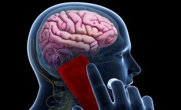 Η εκτεταμένη χρήση του κινητού μπορεί να προκαλέσει όγκο στον εγκέφαλο