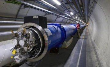 Οι συγκρούσεις των σωματιδίων στο CERN θα μετατραπούν σε μουσική για πιάνο!