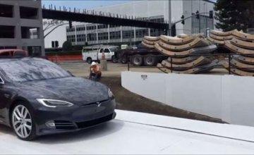 Σε λειτουργία το πρώτο ασανσέρ αυτοκινήτων για την υπερταχεία Hyperloop