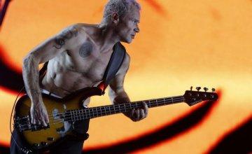 Flea: «Η αφαίρεση της μουσικής εκπαίδευσης απ' τα σχολεία είναι παιδική κακοποίηση»