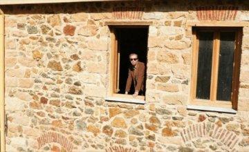 O Δημήτρης Κουτσιαμπασάκος «συναντά» τον Κωνσταντίνο Τζούμα στο νέο του ντοκιμαντέρ