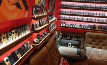 Μουσείο Vintage κινητών με πάνω από 3.500 «αρχαίες» συσκευές