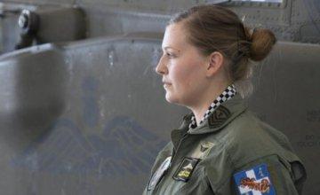 Όλγα Τσακνάκη: Η γυναίκα επιλοχίας στη «φωλιά» των Απάτσι