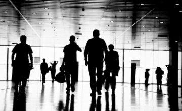 Έτοιμο να μεταναστεύσει για να βρει δουλειά το 50% των Ελλήνων