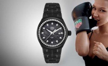 """Αυτό το """"μαύρο θαύμα"""" είναι το ρολόι που έφτιαξε η Tag Heuer ειδικά για την Bella Hadid"""