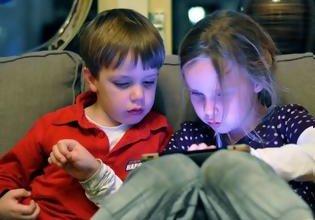Τον εθισμό των παιδιών στο iPhone καλείται να εξετάσει η Apple