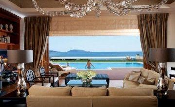 BBC: H «Royal Villa» του Grand Resort Lagonissi ανάμεσα στις πιο πολυτελείς σουίτες του κόσμου!