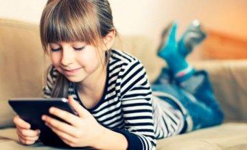 Νέα έρευνα υποστηρίζει: Οι ψηφιακές συσκευές διαταράσσουν τον ύπνο των μαθητών