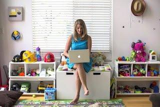 «Μπορεί το προφίλ μου στο Facebook να βλάψει τα παιδιά μου;»: Οι σκέψεις μιας μαμάς για τα social media
