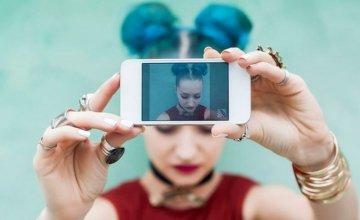 Πότε η ενασχόληση με τα social media μετατρέπεται από ένα hobby σε έναν ανθυγιεινό εθισμό;