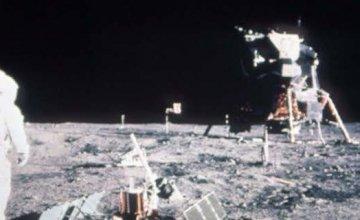 Επικεφαλής της ρωσικής διαστημικής υπηρεσίας: Θα ελέγξουμε αν πήγαν όντως οι Αμερικανοί στη Σελήνη