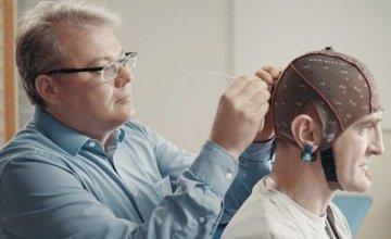 H Samsung σχεδιάζει μια τηλεόραση που θα ελέγχεται από τον εγκέφαλο μας