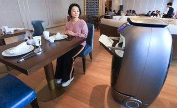 Δείτε το: άνοιξε το πρώτο ξενοδοχείο με ρομπότ και σκανάρισμα προσώπου