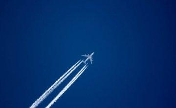 Γιατί τα αεροπλάνα αφήνουν άσπρη γραμμή όταν πετάνε;