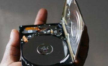 Ποια είναι η κύρια διαφορά μεταξύ ενός σκληρού δίσκου HDD και ενός SSD?