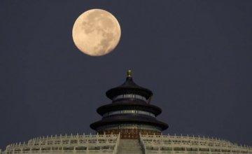 Η Κίνα «έγραψε» ιστορία στο διάστημα: Σκάφος έφτασε για πρώτη φορά στη σκοτεινή πλευρά της Σελήνης