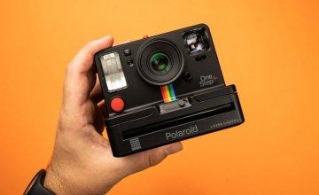 Polaroid OneStep+: Μια αναλογική φωτογραφική μηχανή στιγμιαίας εκτύπωσης με εφαρμογή για smartphones