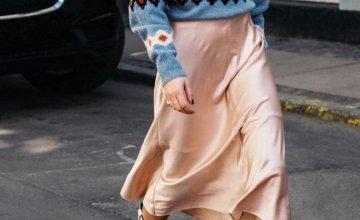 Satin φούστα: Ένα trend που αγοράζεις τώρα και το φοράς και το καλοκαίρι