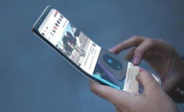Έρχονται τα αναδιπλούμενα κινητά – Θα τυλίγονται σαν μία κόλλα χαρτί
