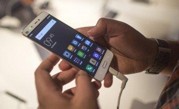 12 λάθη που κάνεις όταν φορτίζεις το κινητό σου