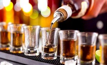 Ολοένα και μεγαλύτερη η κατανάλωση αλκοόλ παγκοσμίως: Ποιοι είναι τα πιο… γερά ποτήρια
