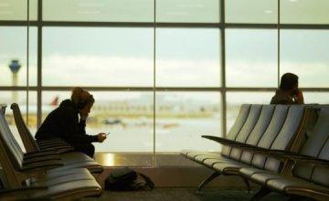 Γιατί δεν πρέπει να φορτίζεις το κινητό σου στο αεροδρόμιο