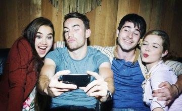 Η επιστήμη εξηγεί γιατί βγαίνεις παράξενος στις selfies