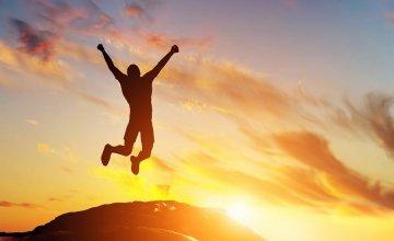 Οι άνθρωποι αναζητούν τη συντροφιά με αγνώστους όταν νιώθουν ευτυχισμένοι