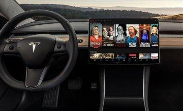 H Tesla φέρνει το Netflix και το YouTube στο αυτοκίνητο