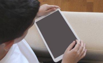 Μόνο με γονική συναίνεση η χρήση social media από παιδιά κάτω των 15–Το κυβερνητικό «μπλόκο»