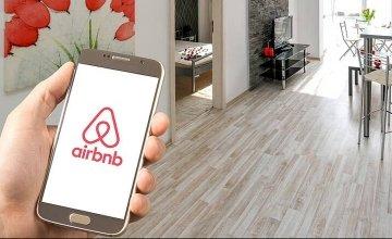 Εξετάζεται τέλος διαμονής και στις βραχυχρόνιες μισθώσεις τύπου Airbnb