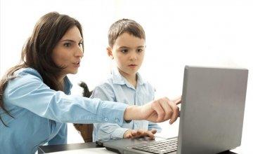 Οι 8 στους 10 γονείς ανησυχούν για την διαδικτυακή ασφάλεια των παιδιών τους