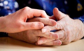 Φάρμακο φαίνεται για πρώτη φορά να «φρενάρει» τη νόσο Πάρκινσον