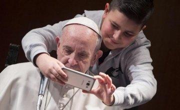 Πάπας Φραγκίσκος: Κλείστε τα κινητά, ας αρχίσουμε να επικοινωνούμε ξανά