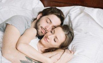 Κορυφαίος ερευνητής παροτρύνει: «Κλείστε τα κινητά & «ανάψτε» την λίμπιντο σας» – Ο οργασμός βοηθά τον ύπνο