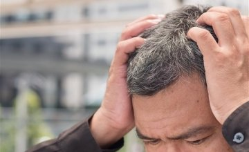 Λύθηκε το μυστήριο των γκρίζων μαλλιών λόγω άγχους: Πώς προκαλείται το φαινόμενο