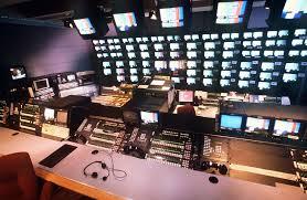 Επί τάπητος οι περιφερειακές άδειες στην TV
