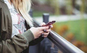 Έρευνα – Προσοχή: Οι πεζοί κινδυνεύουν να σκοτωθούν όταν γράφουν SMS