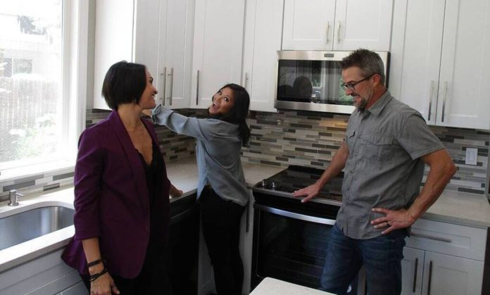 Χαμός στην αμερικανική TV με ριάλιτι που ψάχνει σπίτι σε… τρίο