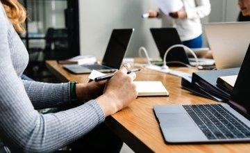 Ψηφιακές γίνονται όλες οι συναλλαγές για επιχειρήσεις και λιανική