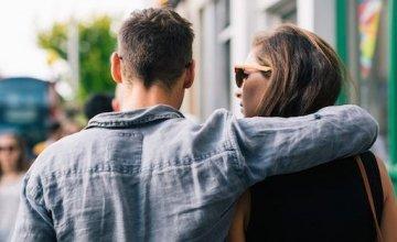 6 λανθασμένα μηνύματα του διαδικτύου για την αγάπη