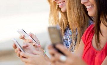Στο προσκήνιο το φαινόμενο της έξαρσης του mobile stalking