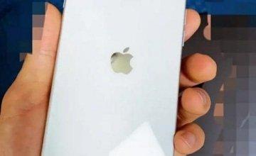 iPhone 9 aka SE 2: Διέρρευσε φωτογραφία που δείχνει τον σχεδιασμό του