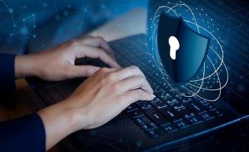 Αυξημένες επιθέσεις των χάκερς λόγω τηλεργασίας–Τι να κάνετε για να προστατευτείτε