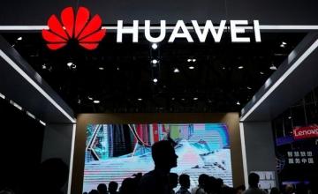Χρονιά επιβίωσης για τη Huawei