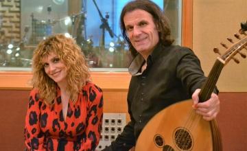 Ο Χρήστος Παπαδόπουλος παρουσιάζει τις μουσικές από το «Κόκκινο Ποτάμι»
