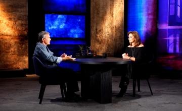 Ο Γιώργος Νταλάρας στην πρεμιέρα της εκπομπής «Προσωπικά» με την Έλενα Κατρίτση