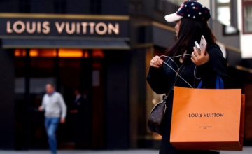"""Έτσι θα """"τσεκάρετε"""" αν η Louis Vuitton σας είναι… μαϊμού"""